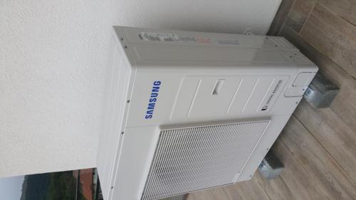 UE Samsung 1